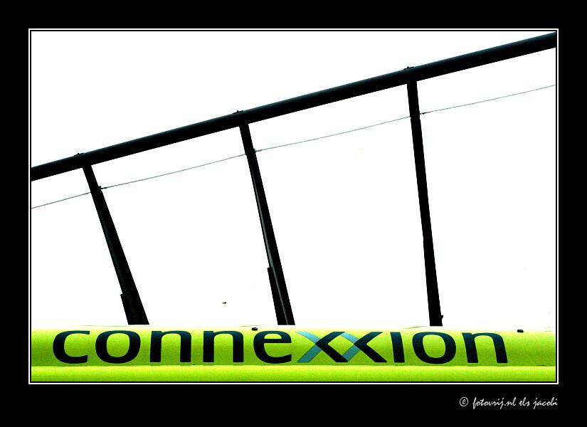 Strak - busstation wageningen - foto door fotovrij.nl op 12-10-2006 - deze foto bevat: bus, architectuur, logo, vormgeving, vervoer, strak, bushalte, wageningen, busstation, overdekt, openbaar, connexxion