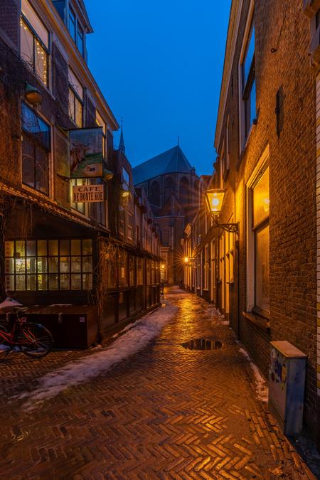 Leiden in Lockdown - Straatbeeld tijdens lockdown in Leiden - foto door carlamatthee op 18-02-2021 - deze foto bevat: vakantie, architectuur, kerk, wandelen, cultuur, straatfotografie, toerisme, reisfotografie, europa