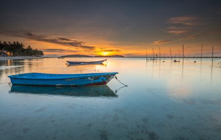 'Memories' - Na zo'n grauwe miezerige regenachtige dag zat ik vanavond een beetje weg te kwijnen in mijn vakantiefoto's. Ik mis het zonnetje en de heerlijke warmt - foto door horror_veterano op 14-09-2013 - deze foto bevat: sunrise, golden, beach, thailand, sand, chaweng, Koh Samui, Low tide