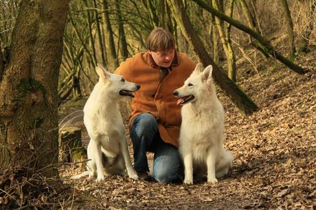Man met zijn honden