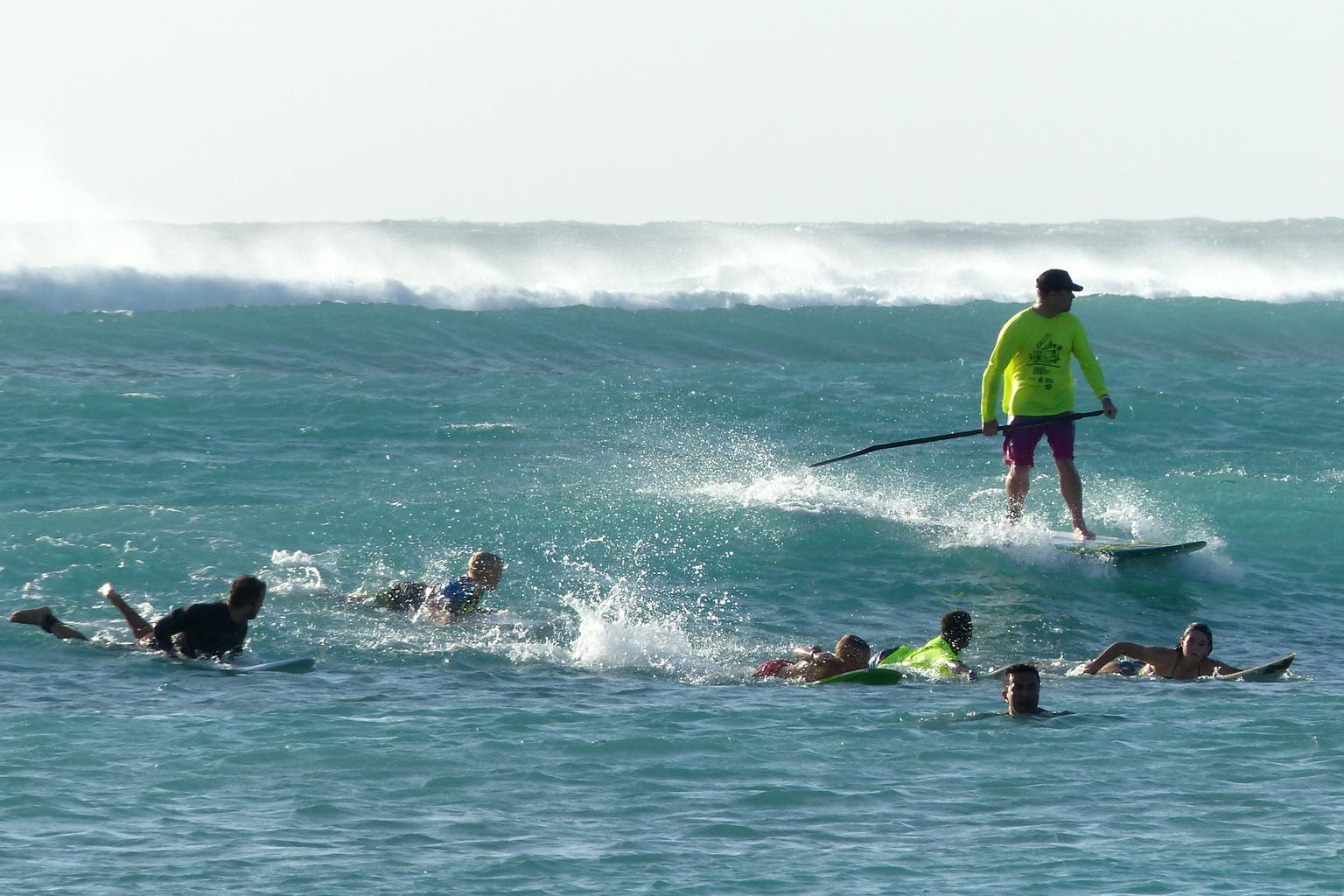 laat de golven maar komen - in de branding op Aruba - foto door Krea10 op 14-04-2021 - locatie: Aruba - deze foto bevat: water, sportuitrusting, boten en varen - uitrusting en benodigdheden, lucht, lichaam van water, vrije tijd, surfuitrusting, meer, sport, windgolf