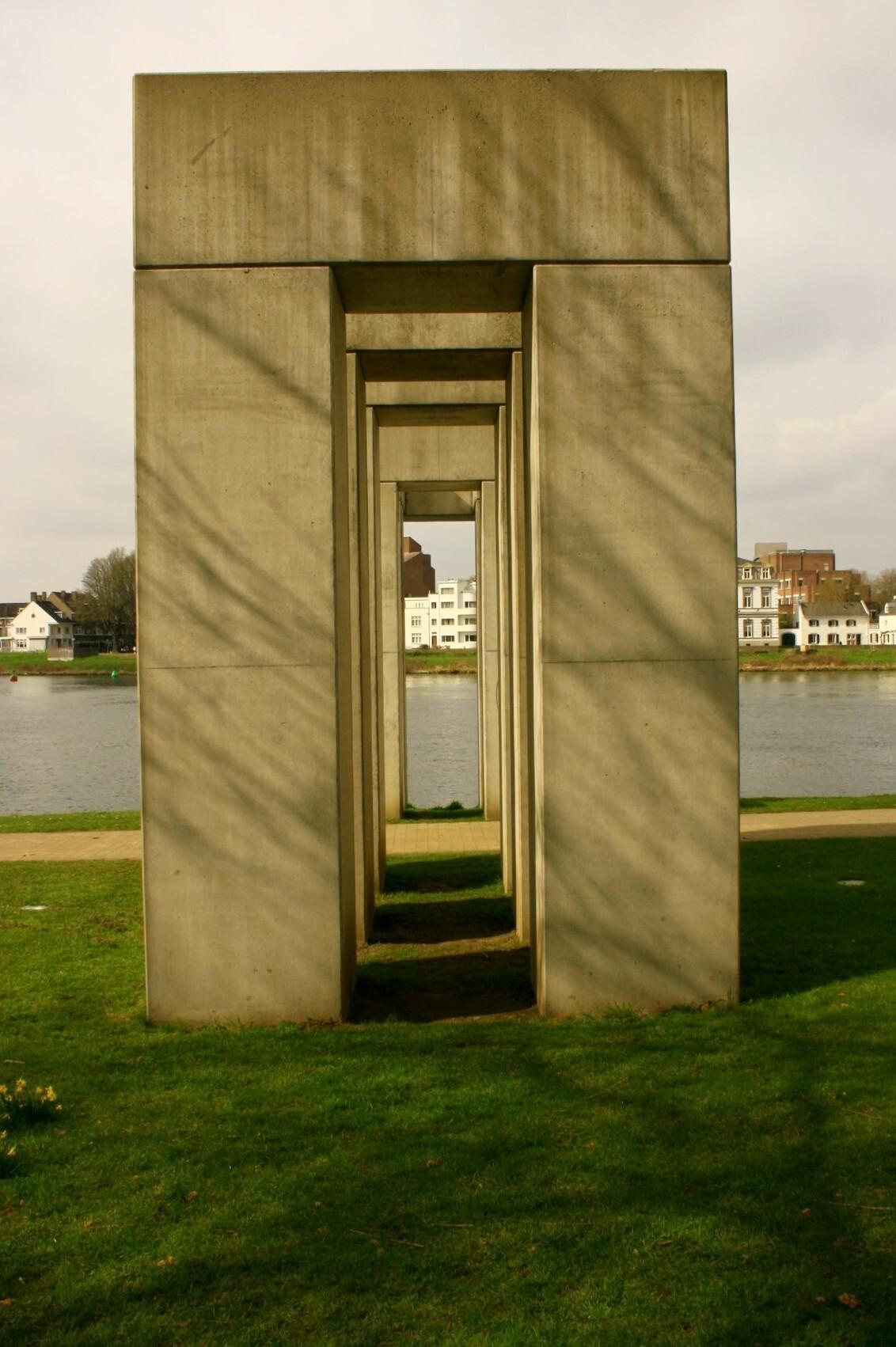 Doorkijk Kunstwerk - Een Doorkijk van een kunstwerk aan het gouvernement in Maastricht - foto door Smeets op 25-03-2021 - deze foto bevat: kunst