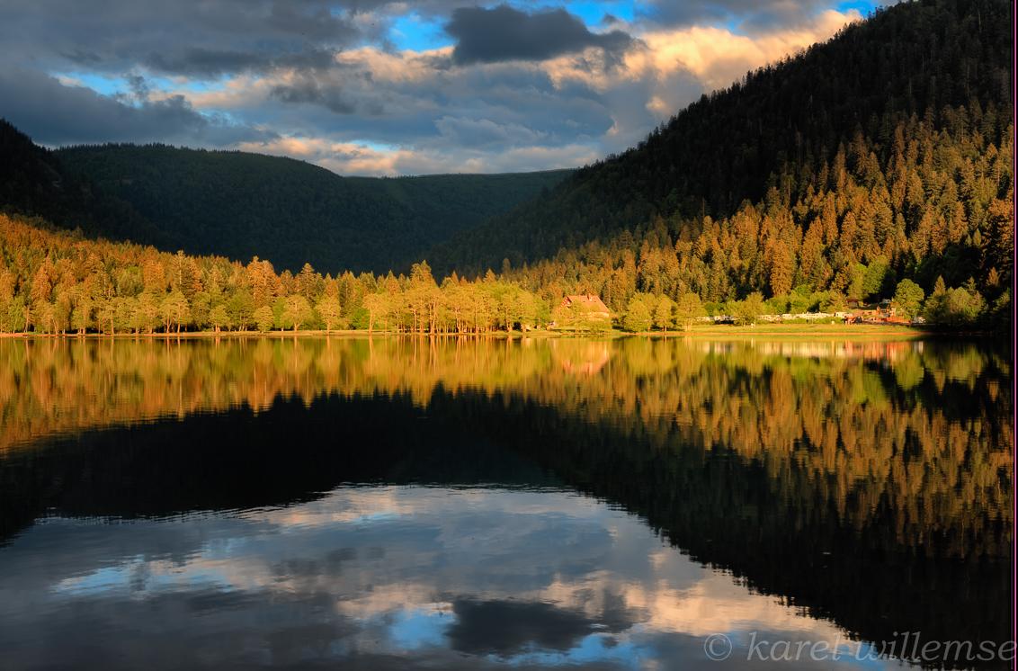 lac de longuemer - hdr opname met nd6gradueel filter - foto door karelwillemse op 01-07-2014 - deze foto bevat: water, natuur, avond, vakantie, spiegeling, landschap, bergen, hdr