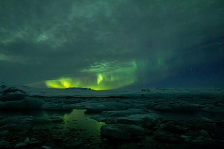 Noorderlicht boven het Jökulsarlon meer