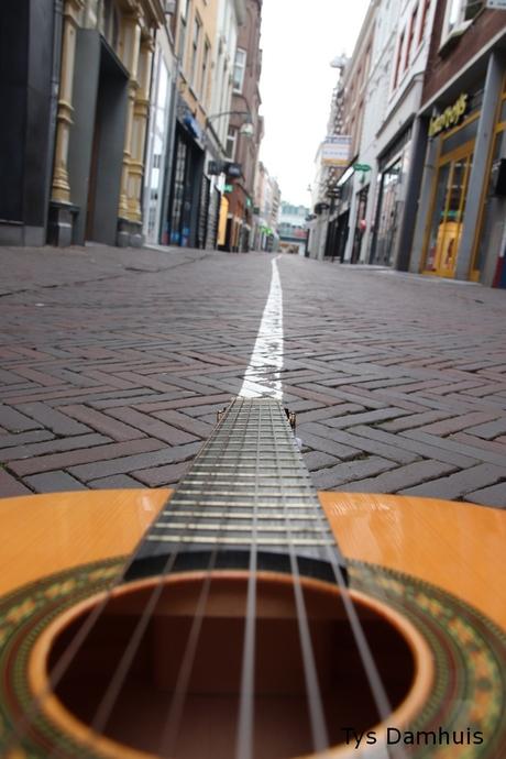 gitaar in de stad Deventer