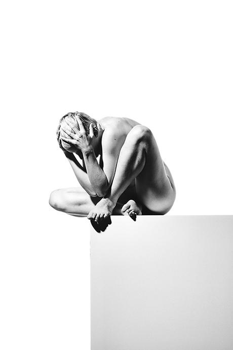 Nude beauty on a box