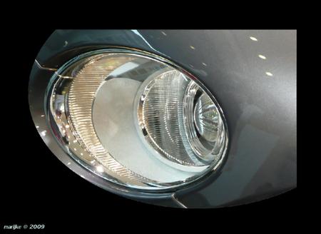 eye to eye - Even een grapje.. in Berlijn stond ik oog in oog met een Bentley, toch wel indrukwekkend hoor!   Er was ook nog een Bugatti... - foto door ekeren op 22-02-2009 - deze foto bevat: eye