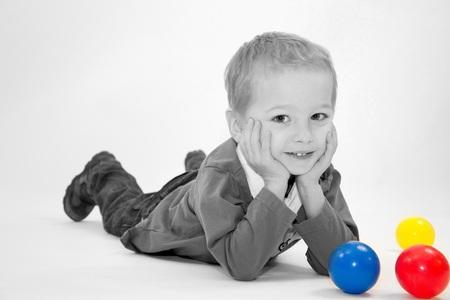 Met veel plezier op de foto - Ivan heeft het erg naar zijn zin tijdens de fotoshoot - foto door vinenes op 22-12-2011 - deze foto bevat: portret, kind