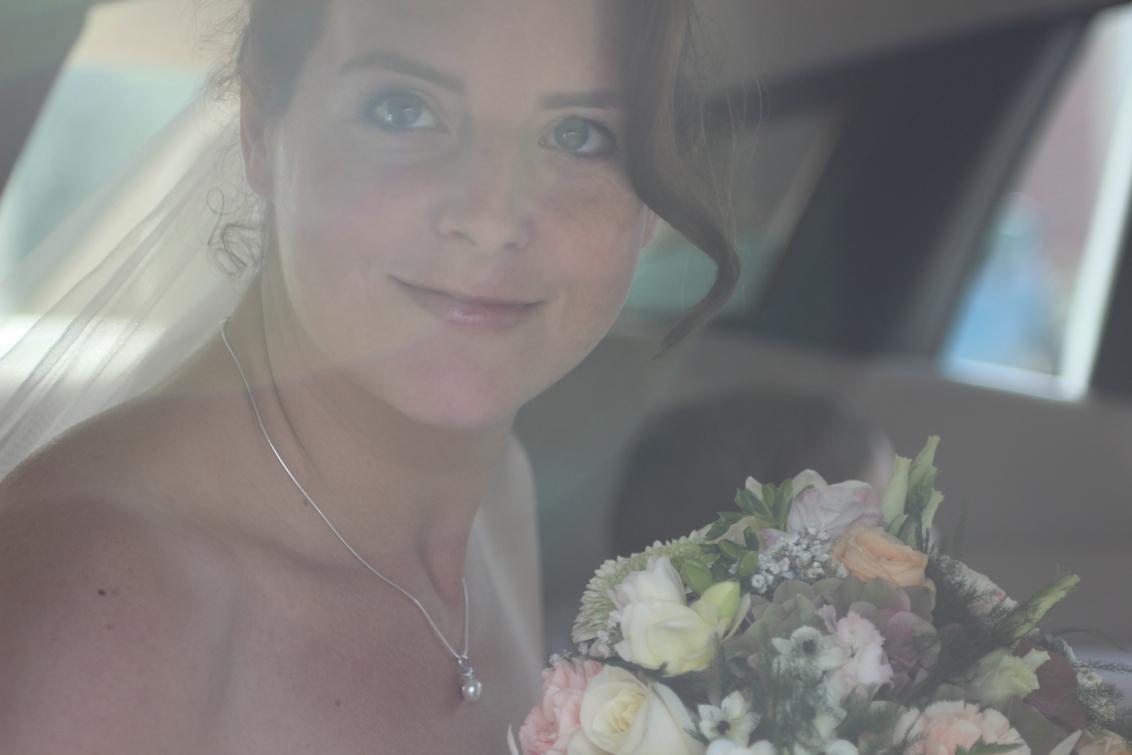 Debbie gaat trouwen! - Johan en Debbie zijn 18 Oktober getrouwd, op naar de locatie... - foto door esgee op 30-10-2014 - deze foto bevat: trouwen, boeket, huwelijk, bruiloft, feest, johan, trouwauto, debbie, Rolls Royce