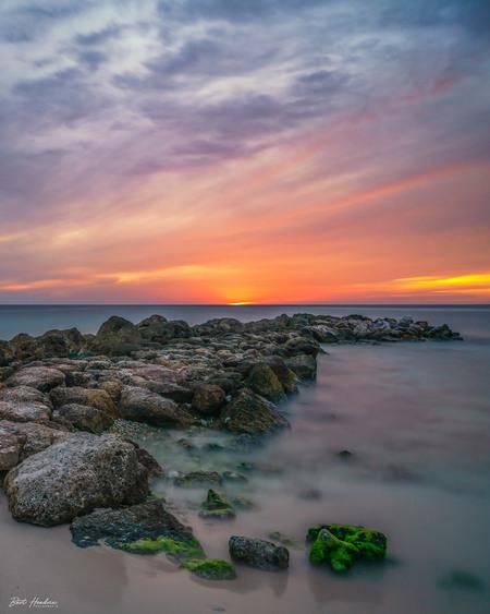 Curaçao Sunset - Curaçao Sunset - foto door barthendrix op 16-09-2019 - deze foto bevat: zon, strand, zee, water, avond, zonsondergang, landschap, zand, rotsen, curacao, lange sluitertijd, long exposure