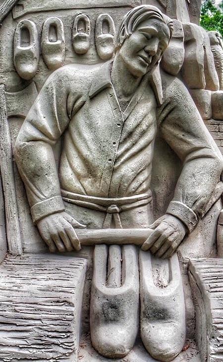 klompenmaker - Zandsculptuur in Diepeheim bij kasteel Warmelo. - foto door Rosina op 28-06-2015 - deze foto bevat: structuur, bewerkt, fantasie, bewerking, contrast, creatief, bewerkingsopdracht, bewerkingsuitdaging