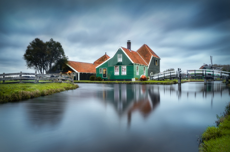Zaanse Schans - - - foto door renevierhuis op 11-11-2020 - deze foto bevat: wolken, water, natuur, spiegeling, landschap, zonsopkomst, bomen, brug, molen, nederlands, zaanse schans