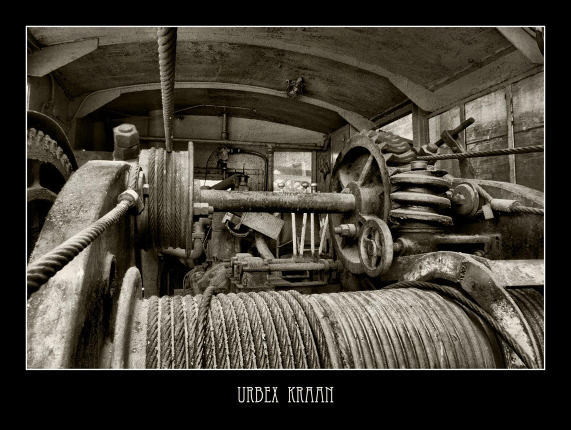 Urbex station - Nog eentje van een vervallen Belgisch stationnetje.  Een sepia van een HDR van 6 opnames. - foto door akjvervoort op 29-10-2009 - deze foto bevat: station, trein, hdr, verval, urbex, akjvervoort