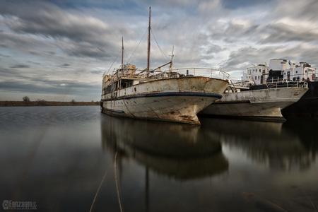 Ghost ships - - - foto door mnahuysen op 19-04-2017 - deze foto bevat: water, boot, spiegeling, urban, reflecties, verlaten, hdr, urbex, urban exploring