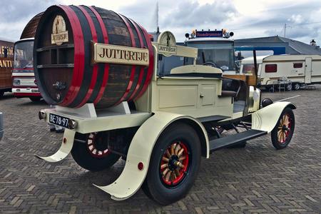 Ford Model TT Liquor Truck 1923 (7436) - 1923 Ford Model TT Chassis Type Liquor Truck  JOS: gefeliciteerd met 10 jaar Truckwereld ♫♪  Ik zorg voor een drankje, jij voor een hapje?? lol!! - foto door clay op 28-02-2021 - deze foto bevat: oldtimer, vrachtwagen, straatfotografie, vrachtauto, evenement, 1923, clay, den helder - nederland, oldtimer vrachtwagen, ford model tt chassis type liquor truck, ford model t truck