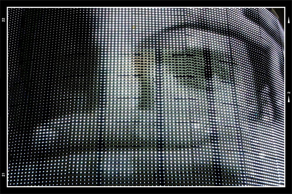 Photokina 2010-18 - Na een tijdje in de vele gangen van de Messe in Köln had rondgezworven, ben ik toch maar weer eens een paar hallen binnen gegaan. Eens kijken wat me  - foto door mphvanhoof_zoom op 04-01-2011 - deze foto bevat: abstract, reclame, beweging, duitsland, keulen, photokina, kaderen, Fotovakbeurs, 2010, led reclame