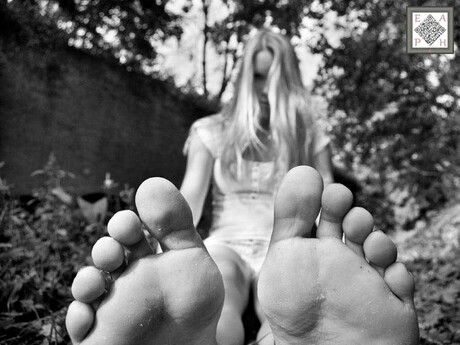 ANYONE IN TO TICKLE?