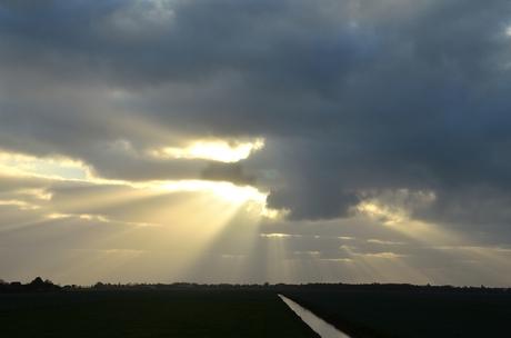 zonsopkomst boven de polders