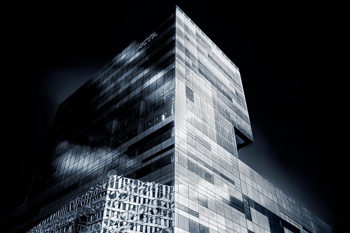 Embrace The Light - ACTA - ACTA is een samenwerkingsverband van de faculteiten der Tandheelkunde van de Universiteit van Amsterdam en de Vrije Universiteit Amsterdam. ACTA verr - foto door JelleH op 20-04-2016 - deze foto bevat: lucht, amsterdam, donker, wit, wolk, zon, ramen, abstract, licht, lijnen, zwart, architectuur, reflectie, anders, gebouw, zuid, kunst, stad, canon, art, nacht, perspectief, nederland, zwartwit, huis, school, hdr, centrum, creatief, tandarts, leuk, universiteit, fine, 5d, zuidas, business, kwaliteit, lange sluitertijd, fine art, Acta, teamcanon