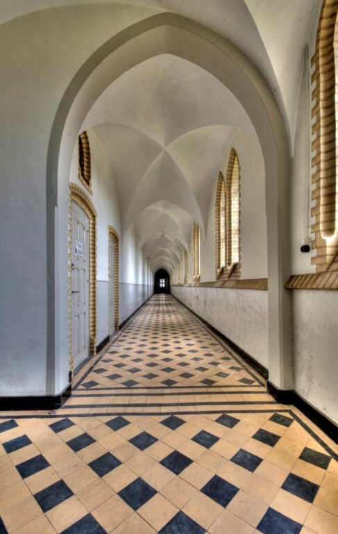 Hallway Kingswood - Groot verlaten klooster in Nederland. - foto door wido-foto op 03-05-2013 - deze foto bevat: urban, hdr, urbex, exploring, urban exploring, urban exploration