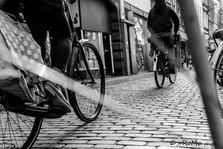 fietsend door Utecht