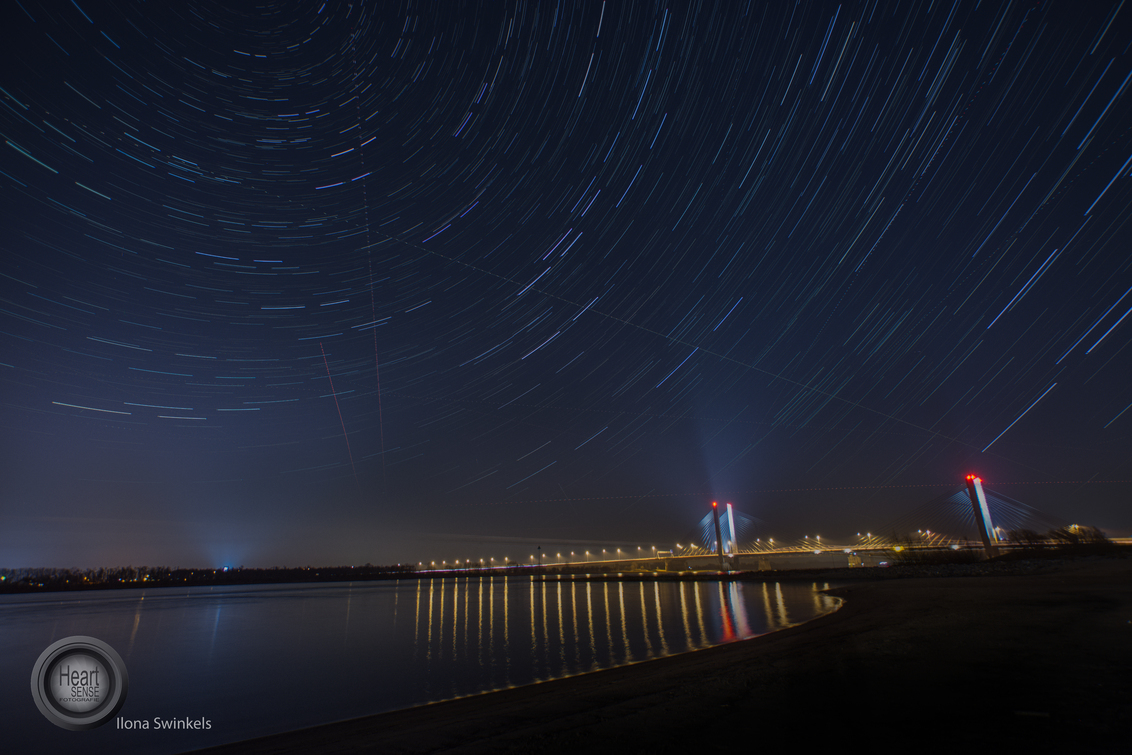 DSC_3019-bewerkt-bewerkt - sterren boven zaltbommel - foto door Ilona-swinkels op 25-07-2018 - deze foto bevat: water, avond, zonsondergang