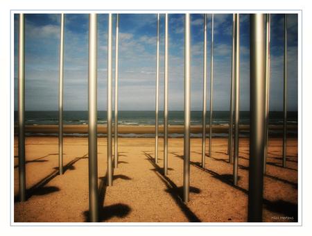 """Kunst aan Zee!! - Hallo... Ook deze foto tijdens het weekend even kunnen maken...dit is er eentje van het """"kustwerk"""" dat je kan vinden op het strand van Den Haan...  - foto door smeagol op 11-05-2009 - deze foto bevat: strand, zee, kunst, den, aan, haan, s5, smeagol"""