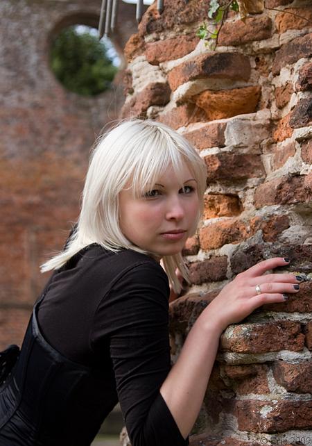Jackie again - Zelfde plek als mijn vorige upload alleen vanuit een ander standpunt. - foto door Dutcheric op 14-09-2009 - deze foto bevat: portret, model, jackie