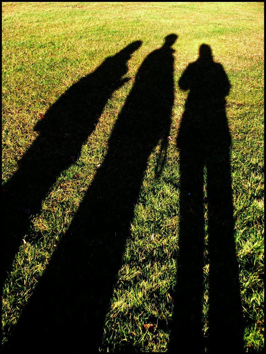 Lange benen - Met die laagstaande zon krijg ik eindelijk lange benen. - foto door Liesbeth_zoom op 19-12-2004 - deze foto bevat: schaduw