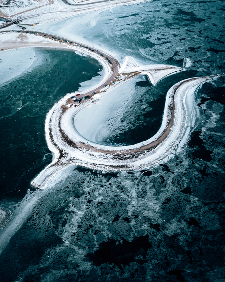 Winterse sferen rondom Tulpeneiland in Flevoland