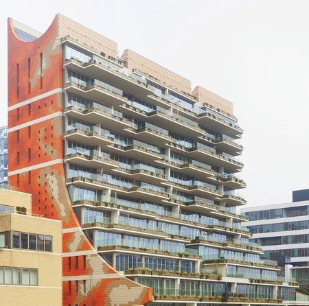 Zuidas 4 - Anders dan Ander - foto door pietsnoeier op 06-03-2021 - deze foto bevat: amsterdam, lijnen, architectuur, gebouw, kunst, zuidas