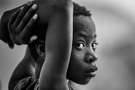 Grace - Grace - foto door EdPeetersPhotography op 03-03-2020 - deze foto bevat: daglicht, kind, ogen, meisje, zwartwit, straatfotografie, closeup