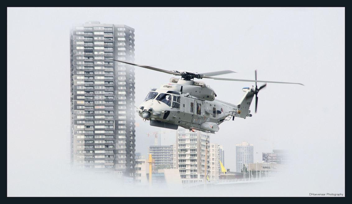 MH90 op wereldhavendagen Rotterdam - Koninklijke Marine presenteert haar nieuwe MH90... - foto door dhoevenaar op 03-09-2011 - deze foto bevat: marine, helikopter, wereldhavendagen, MH90
