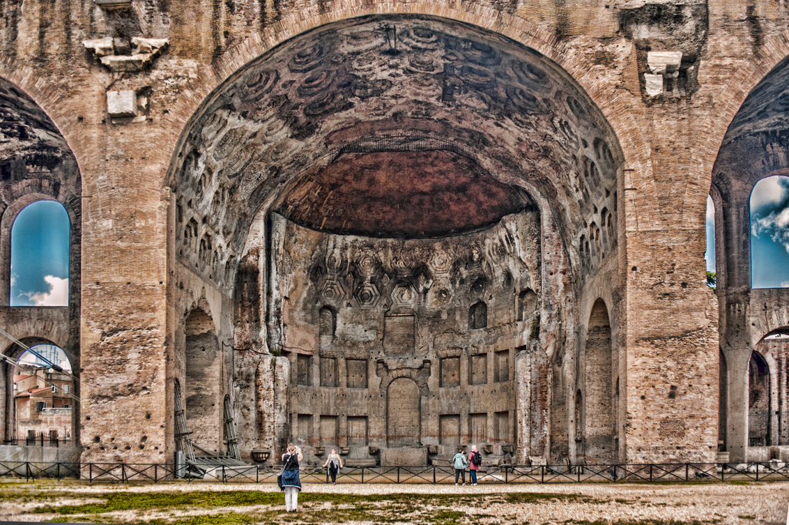 het oude Rome - Het oude Rome - foto door bloemke op 26-02-2015 - deze foto bevat: oud, licht, groot, kasteel, lijnen, kerk, gebouw, rome, kunst, museum, perspectief, verlaten, vervallen