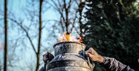 Uit de hand... - Carbidschieten - foto door Hermeng op 01-01-2015 - deze foto bevat: oud, zon, en, voetbal, vuurwerk, knal, nieuw, schieten, melkbus, oliebollen, carbid, carbit, melkbusschieten, knallen, oudjaarsdag, carbidschieten, kaboem