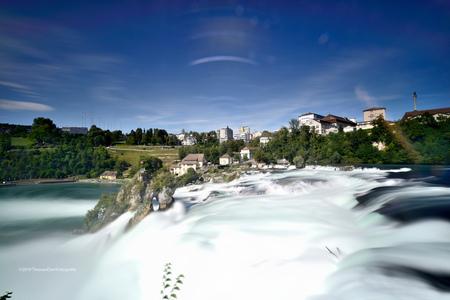 Rheinfall - Fantastisch spectaculaire waterval bij Schaffhausen in Zwitserland. Big Stopper eropgezet en een gradual grey ND6. Sluitertijd van meer dan 1 minuut. - foto door tvdam_zoom op 14-08-2019 - deze foto bevat: waterval, filter, rheinfall, lange sluitertijd, bigstopper, shaffhausen