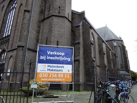 sint Josephkerk/Draaiwegkerk, Utrecht - door foute instellingen bij mijn camera zijn bijna alle foto's van het interieur mislukt/te donker. de kerk is meer dan de moeite waard om te bezoek - foto door Tonny1946 op 13-03-2021 - deze foto bevat: monument, utrecht, makelaarskantoor, te koop, 1901, sint josephkerk, nog 2 kijkdagen, draaiwegkerk, draaiweg