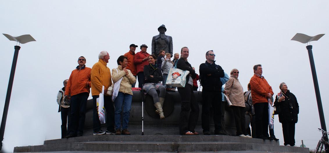 wachten op corso 2011 - de bloemencorso laat nog even op zich wachten - foto door LeoKlinkenberg op 16-04-2011 - deze foto bevat: leoklinkenberg