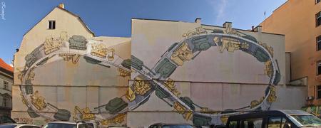 Praag - Muurschildering. - Tijdens onze wandeling door de gouden stad zagen we dit anonieme enorme kunstwerk.... - foto door kosmopol op 21-09-2011 - deze foto bevat: praag, tsjechie, muurschildering, kosmopol