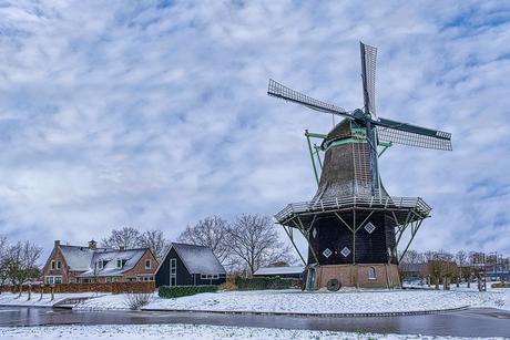 Penninga molen in wintersfeer