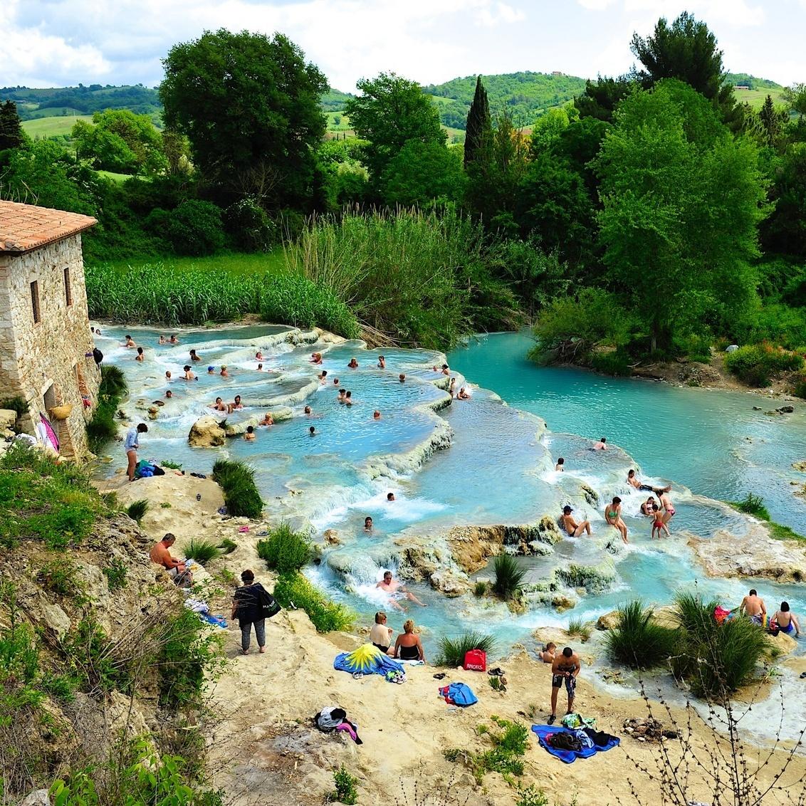 Verkoeling in Toscane - Toscane staat bekend als een regio waar de temperaturen in de zomer behoorlijk op kunnen lopen. In dit prachtige heuvellandschap kan je zomaar op een - foto door Reinier63 op 21-02-2014 - deze foto bevat: natuur, reizen, zwemmen, ontspanning, toscane, italie, baden, reisfotografie, verkoeling, zwavel, theme