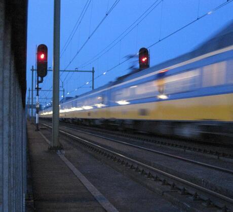 Voorbij razende trein