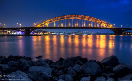 De Waalbrug in het Blauwe uur