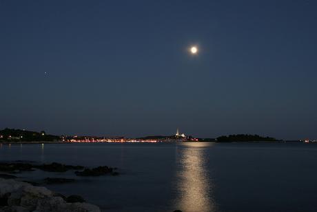 volle maan boven rovinj
