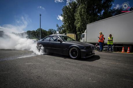smoke those tyres