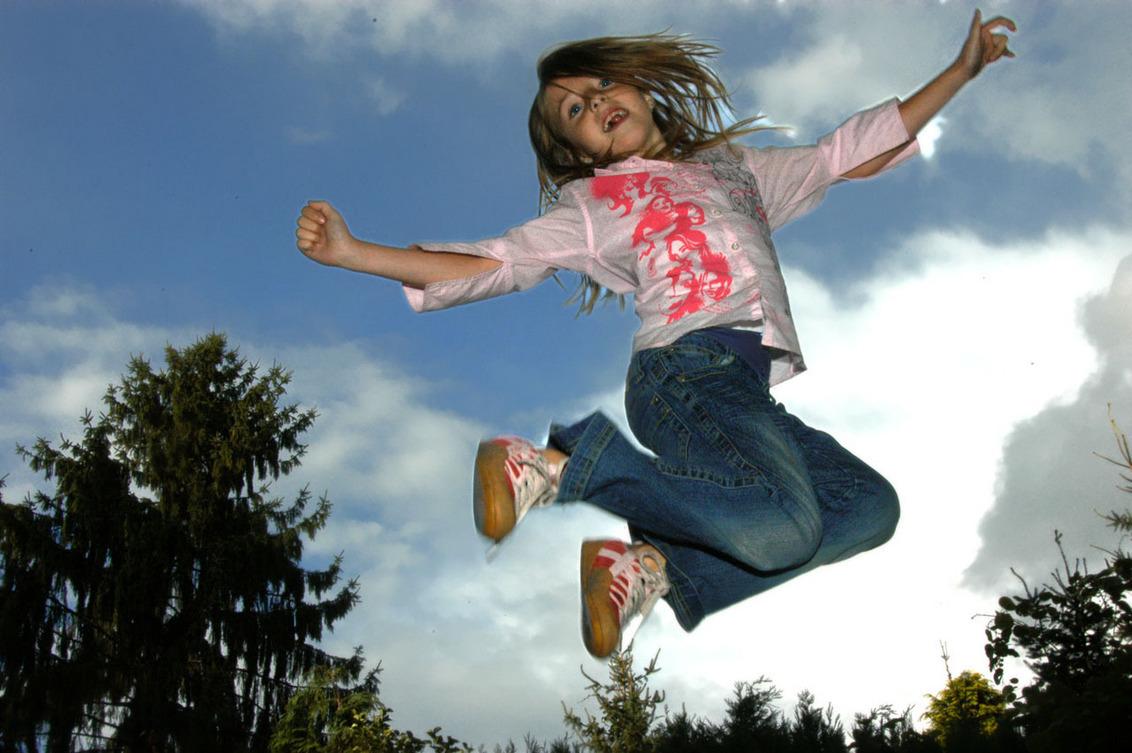 I believe I can Fly - - - foto door ericpeters op 31-12-2006 - deze foto bevat: flash, trampoline