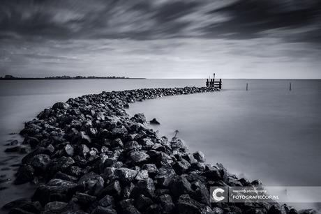 Havenhoofd in IJsselmeer