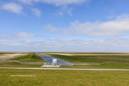 Achter het gemaal De Heining bij Marrum - 20210401 8990 Achter het gemaal De Heining bij Marrum - foto door fritskooijmans op 08-04-2021 - locatie: Zeedijk, 9073 TN Marrum, Nederland - deze foto bevat: wolk, lucht, fabriek, natuurlijk landschap, landingsbaan, horizon, grasland, gewoon, gras, landschap