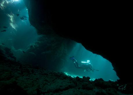 Blauwe grotten in de Rode Zee
