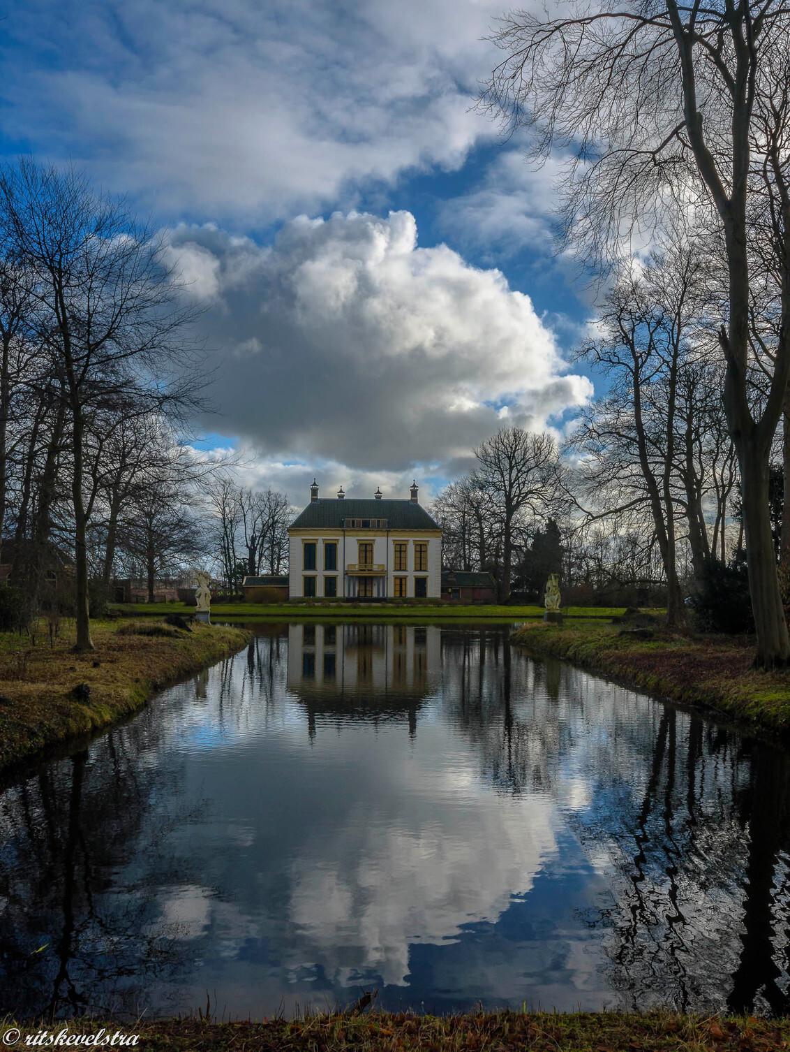 Nijenburg in een blauwe lucht - Nijenburg in een blauwe lucht. foto van tijdje terug - foto door rits op 05-03-2021 - deze foto bevat: wolken, natuurmonumenten, heiloo, nijenburg, blauwe lucht